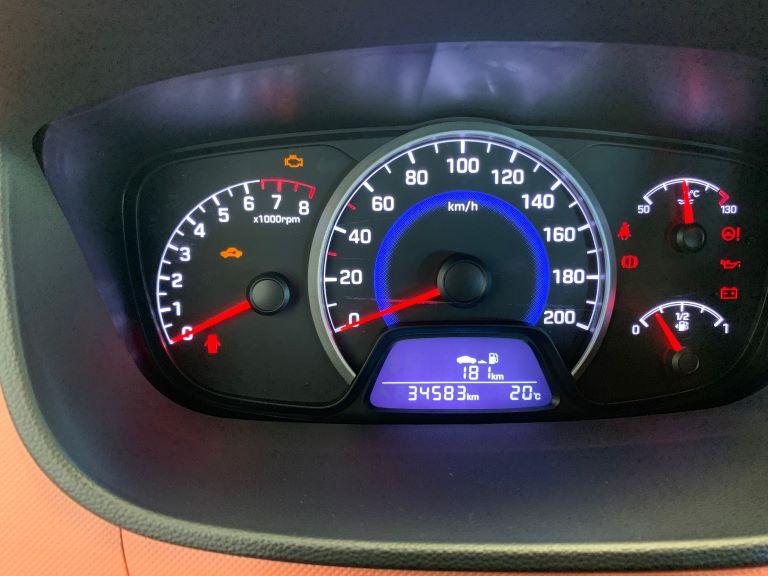 Hyundai i10 1.2 84cv Sound Edition (8)