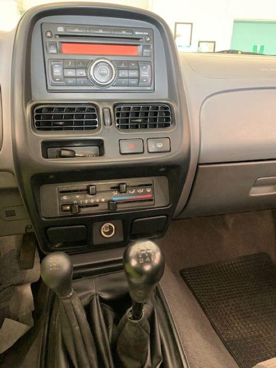 Nissan Navara 2.5 cDi King Cab NP300 (5)