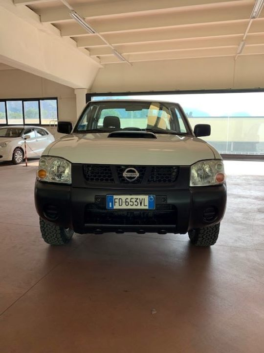 Nissan Navara 2.5 cDi King Cab NP300 (9)