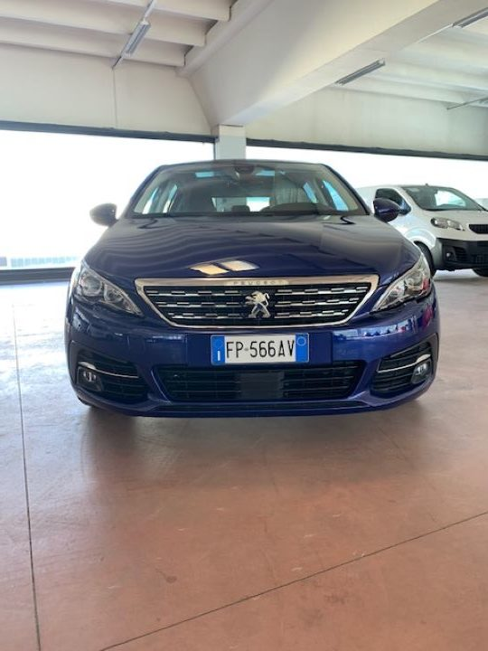 Peugeot 308 1.5 BHDi 130cv S&S Allure (2)
