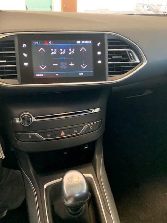 Peugeot 308 1.5 BHDi 130cv S&S Allure (7)