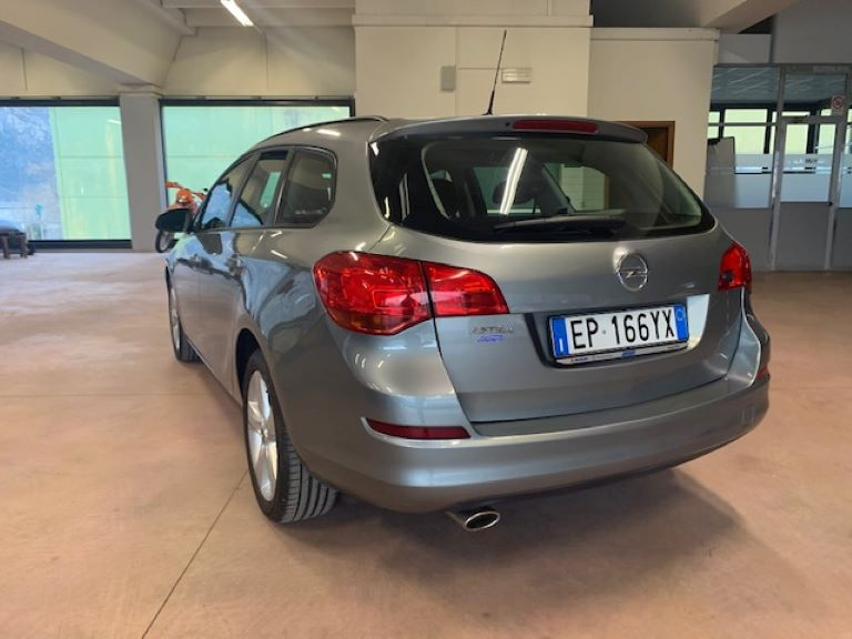 Opel Astra 1.4 Turbo 140CV Sports Tourer GPL Tech Cosmo (2)