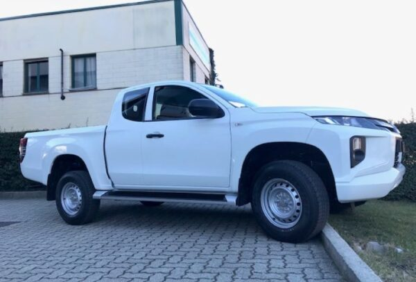 Mitsubishi L200 Club Cab 2.3 DI-D 150cv 4WD Invite Connect